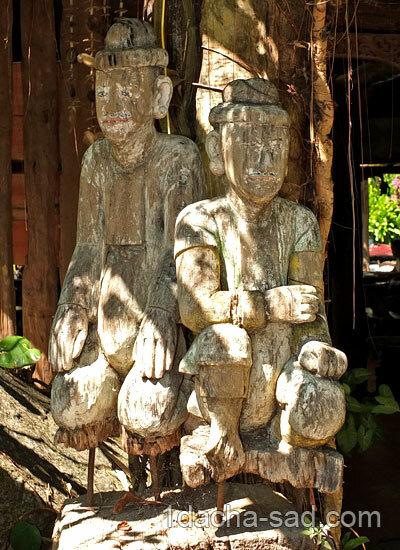 Каменные фигуры людей