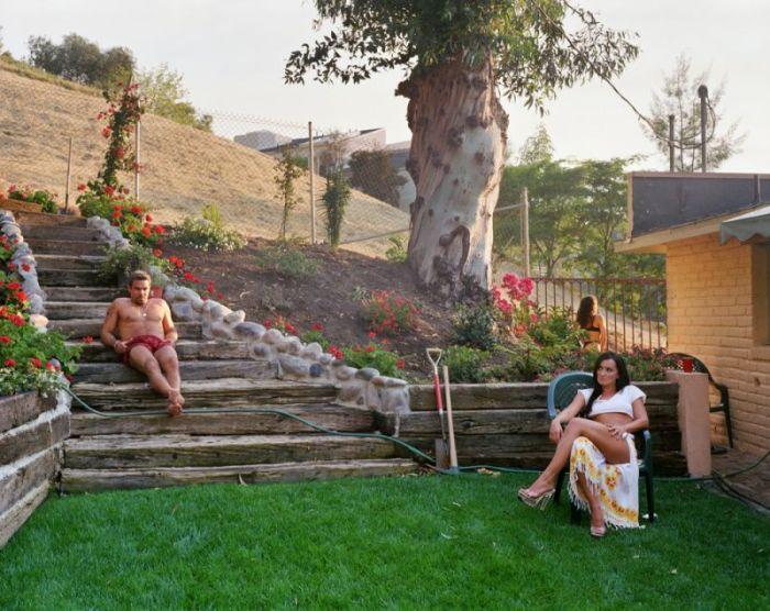 Фотограф показал, как снимают пикантные фильмы в обычных домах
