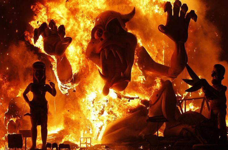 Фестиваль Лас-Фальяс («фестиваль огня»)