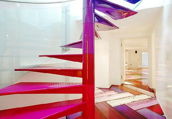 Rainbow House - бывший классический особняк в центре Лондона