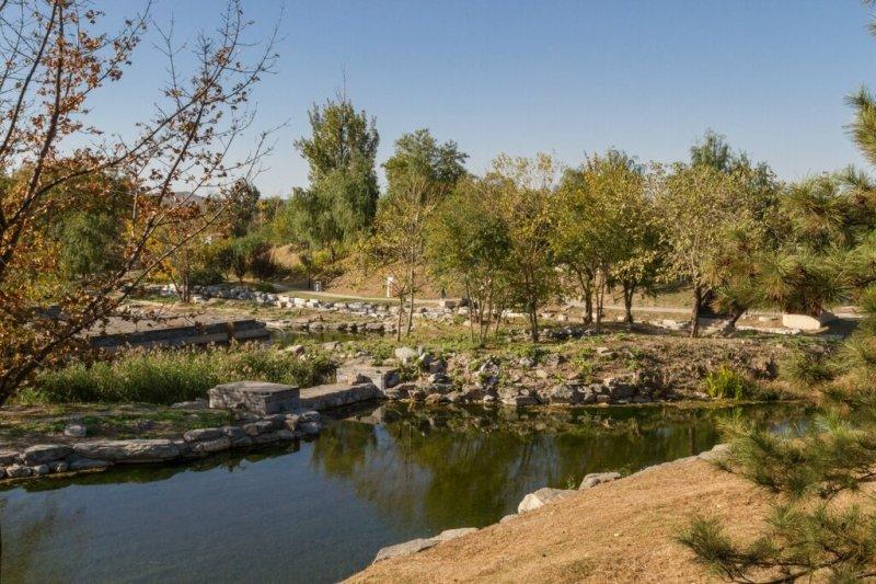 Руины павильона Ваньфананьхэ, парк Юаньминъюань, Пекин