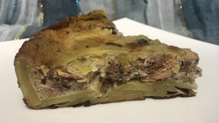 Пирог с картошкой и консервами