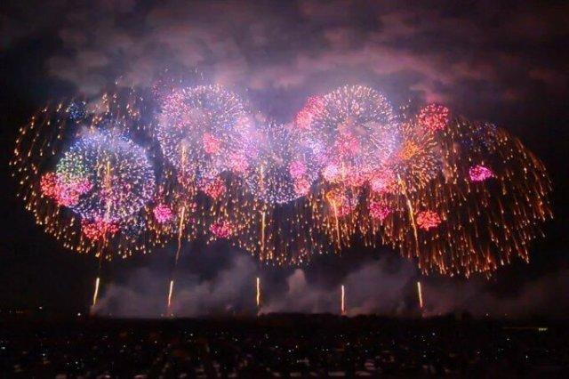 Видео: самый большой в мире фейерверк запущен в Японии