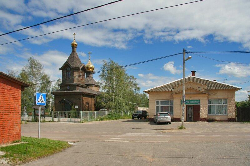 Село Федоскино, Никольская церковь и магазин