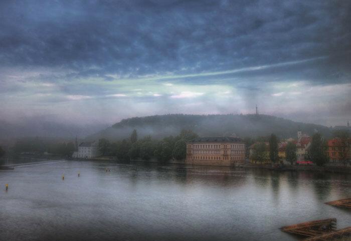 Петршинский холм в тумане
