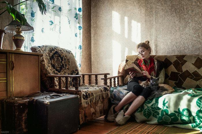 Любительница кошек и книг. Автор фотографии: Максим Гусельников (Maxim Guselnikov).