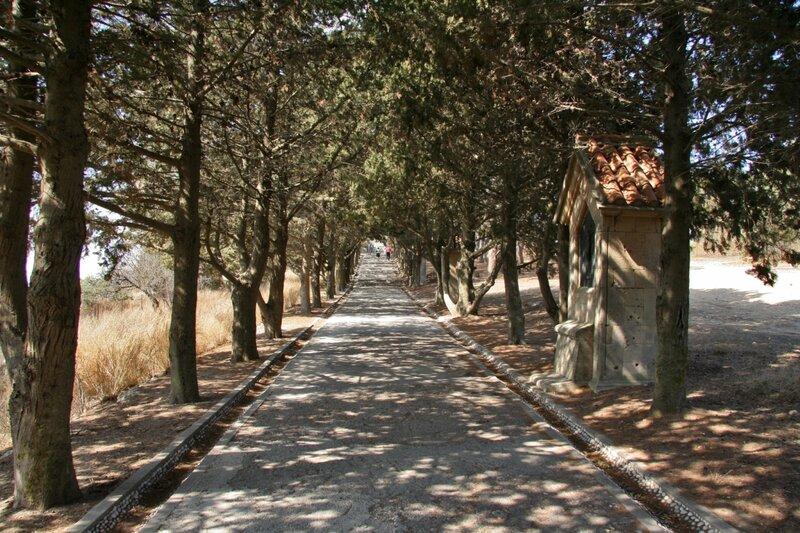 Путь на Голгофу в Филеримском монастыре