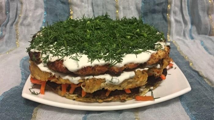 Закусочный торт из картофеля, курицы и кабачка