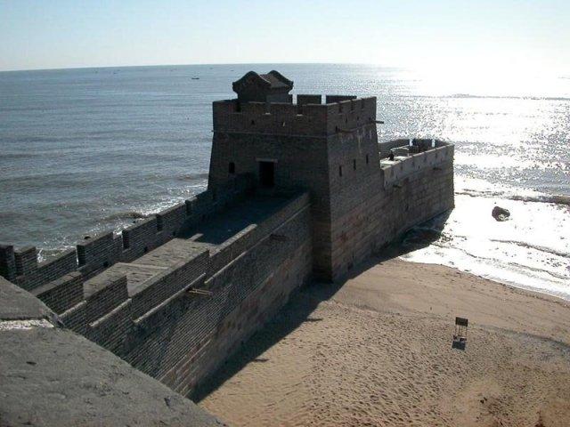 Место, где Великая китайская стена встречается с морем