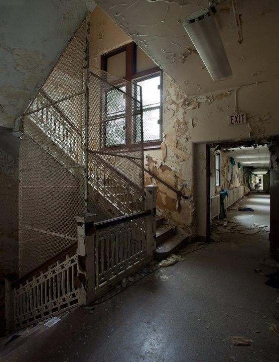 Эстетика разрушения. Фотограф Matt Lаmbros. 44 фото