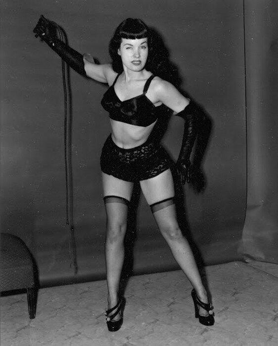 Bettie Page, так же известная как Непристойная Бетти Пейдж.