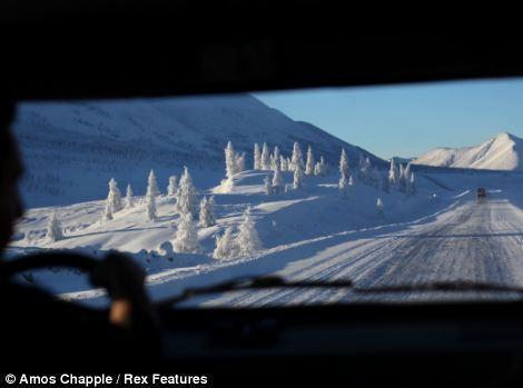 11. Оймякон лежит примерно в двух днях езды от города Якутск – столицы региона.