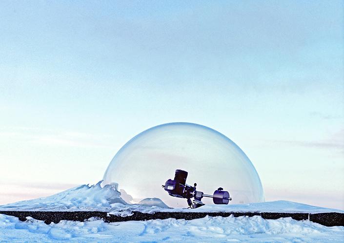 Околокосмический фотосет Винсента Фурнье / Vincent Fournier. Всё, что на Земле связано с Космосом