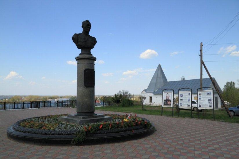 Площадь и памятник А.В.Ворожейкину, Городец