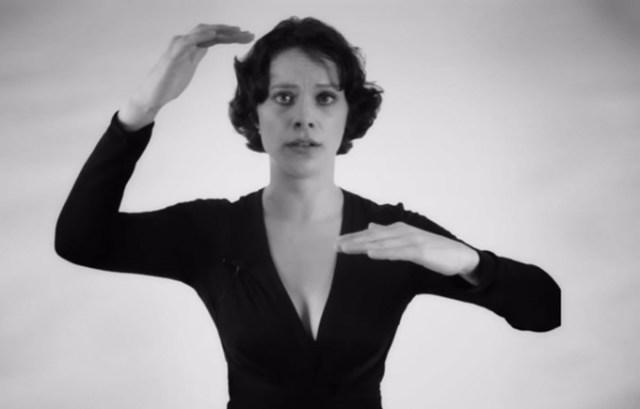 Видео: женщина поет обертоном
