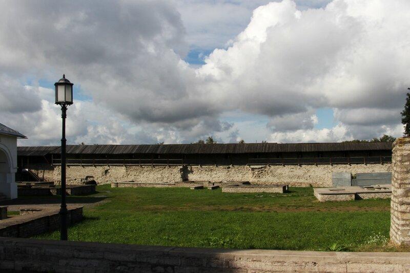 Крепостная стена Довмонтова города, Псков