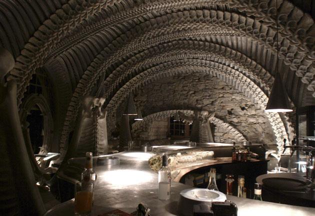 Museum HR Giger Bar в городе Грюйер, Швейцария. Для поклонников Гигера и Чужих