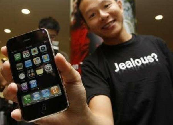 Фанаты SMS, снобы, хамы в туалете... 12 типов владельцев телефонов, которые всех раздражают