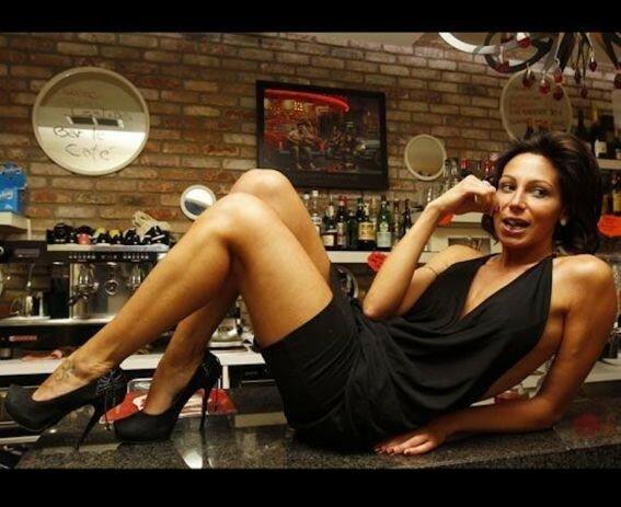 Секспрессо. Сексуальная барменша Лаура Маджи