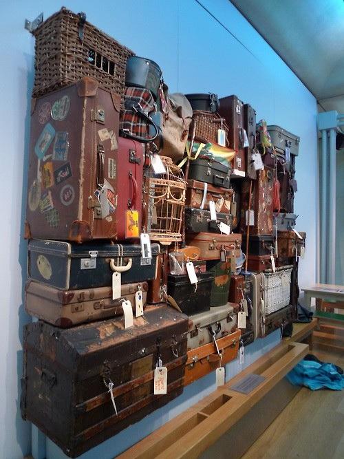 """Чемоданы - в музеях, интерьерах и экстерьерах. Когда """"нести тяжело, а выбросить - жалко"""""""