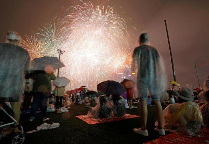Новогодние фейерверки в разных уголках планеты
