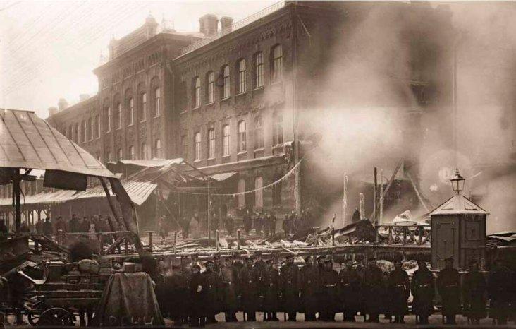 1907. Пожар паркетной фабрики Леров и Ардент. Группа солдат воинской части, прибывшая для охраны фабричного имущества. Из жизни пожарной службы