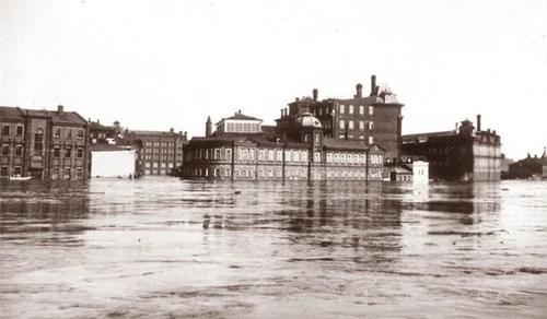 Наводнение в Москве, 1908 год. Вид на Болотный остров со стороны дома Перцова. Фото из собрания Э. В. Готье-Дюфайе