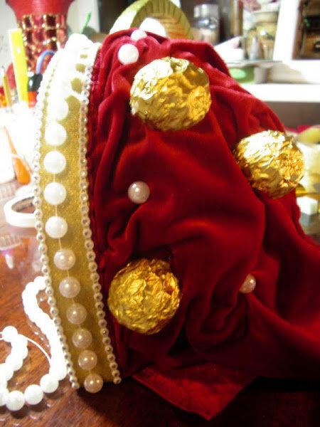 корона из конфет своими руками пошаговое фото который находится селе