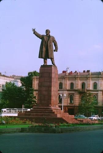 Тбилиси. Памятник В.И. Ленину