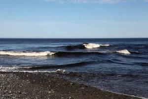 Волны идут с двух сторон