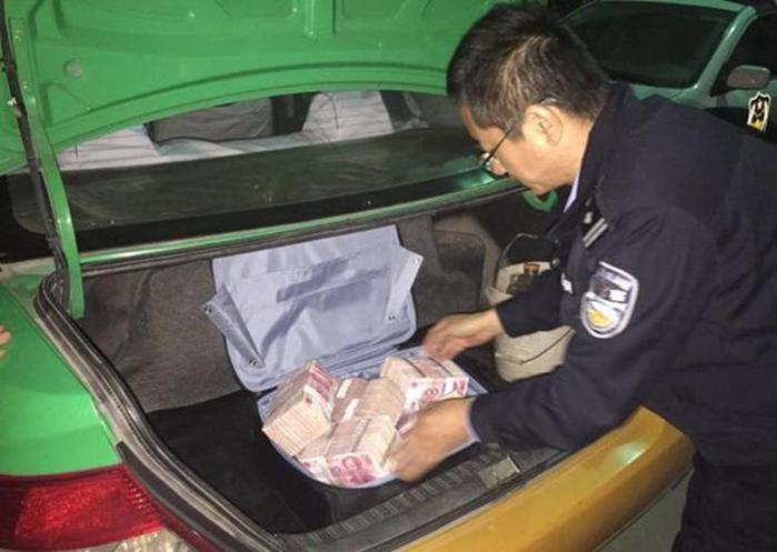 История о том, как китайцы забыли миллион юаней в багажнике такси