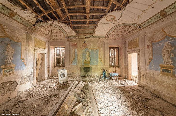 Заброшенный дом в Италии с удивительными фресками на стенах.