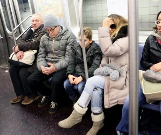 Сара Джессика Паркер с сыном едут в вагоне метро