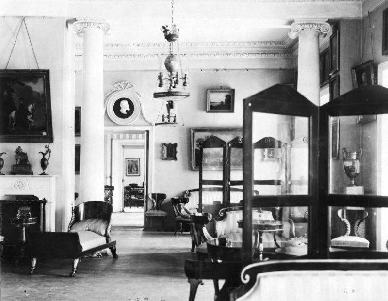 Один из залов главного дома в Ольгово, 1910 год