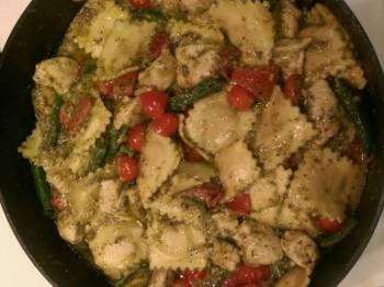 Roasted red bell pepper and green bean pesto ravioli