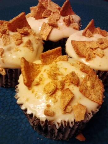 Rum Chata Cupcakes W/ Dulce De Leche Cream Cheese  Frosting