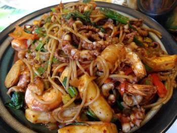 Korean spicy octopus shrimp rice noodle