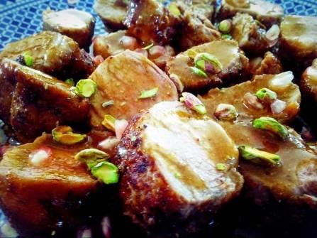 Solomillo ibérico con granada y pistachos