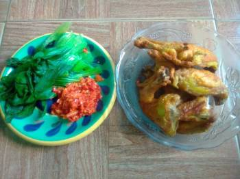 Ayam Goreng Bumbu. Kuning Simple