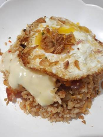 Cakalang fried rice with mozarella