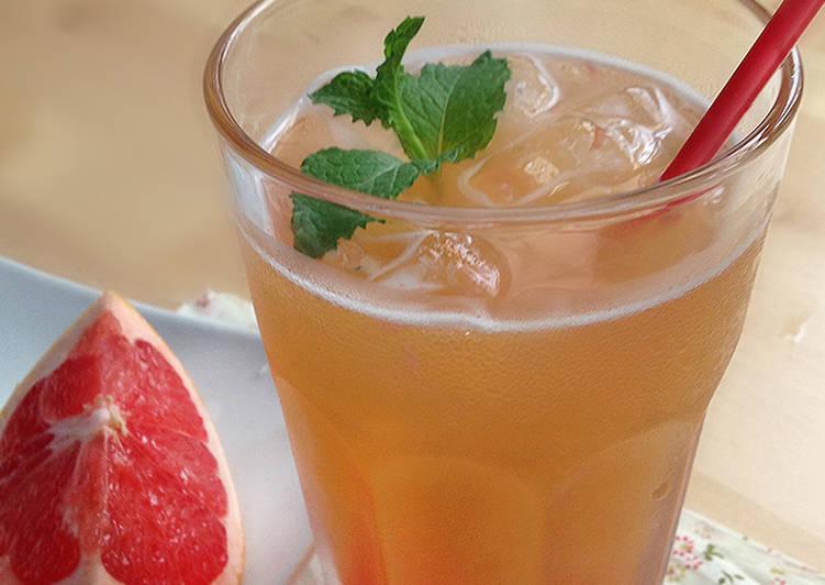 鮮果飲》鮮榨葡萄柚綠茶食譜 by 小冠與麵包太太 - Cookpad