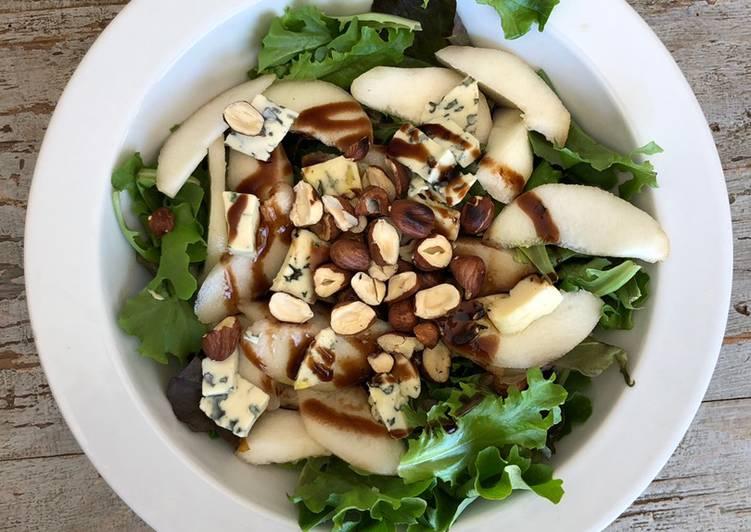 Salade poires, fourme et noisettes