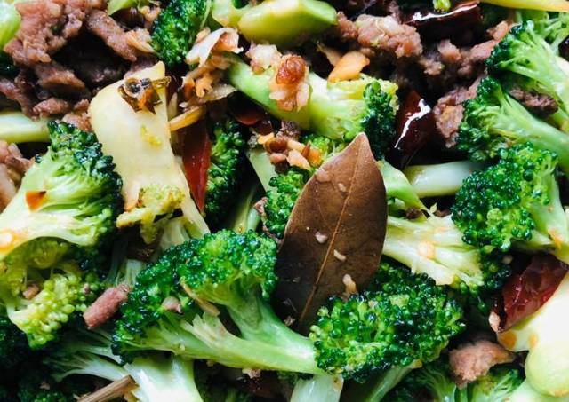 Tumis brokoli daging cincang