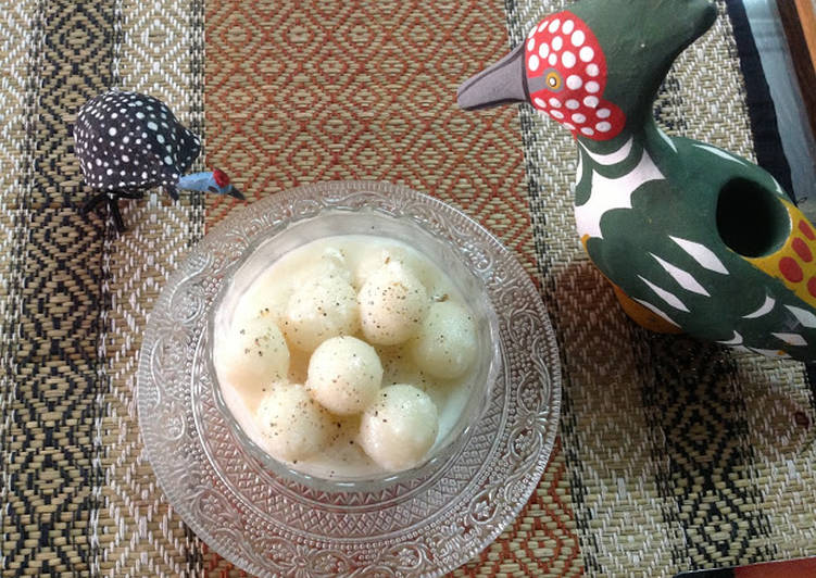 Steamed Rice balls in Coconut Sauce / Pal Kozhukattai