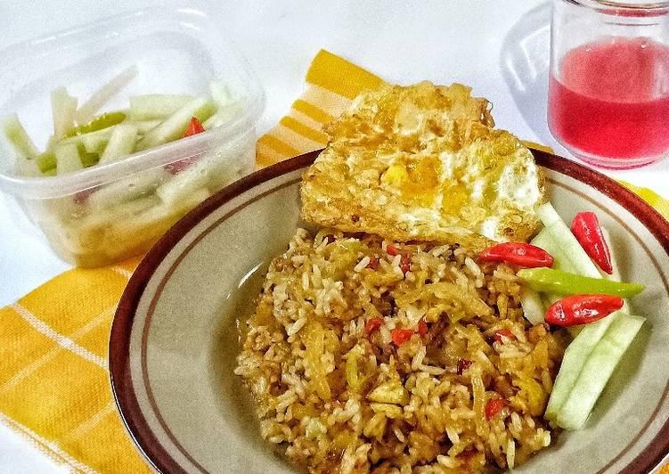 Nasi Goreng & Acar Kulit Semangka