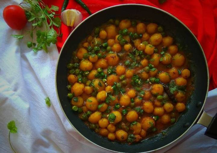 Baby Potato Curry with Green Peas