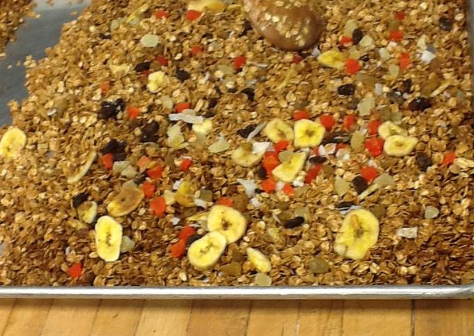 Granola with tropical dried fruit