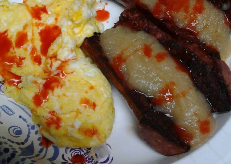 Spicy applesauce and sausage with eggs
