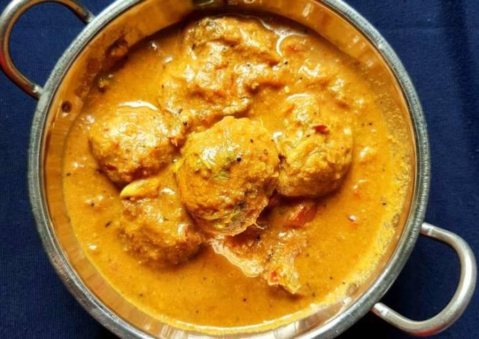 Paruppu Urundai Kulzhambu/ Dal kofta curry