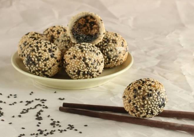 Sesame Ball with Black Sesame Filling [Onde-onde]